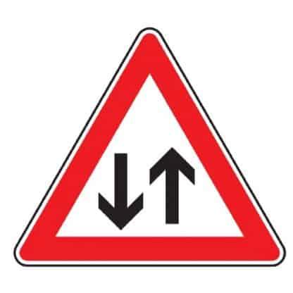 Gegenverkehr - Verkehrszeichen nach StVO