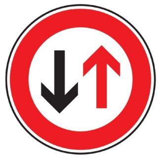 Gegenverkehr Vorrang gewähren - Verkehrszeichen nach StVO